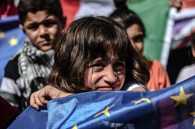 <p>Migrants want in to the EU. So does Turkey.</p> Photographer: Ozan Kose/AFP/Getty Images