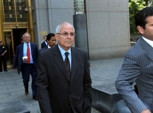 Madoff Family Reunion in London as Brother, Son to Testify