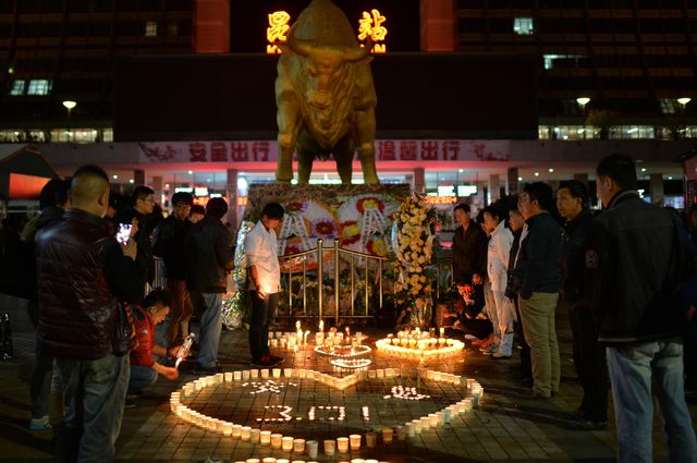 Chinese mourners lighting candles at the scene of the attack at the main train station in Kunming.Photographer: STR/AFP/Getty Images