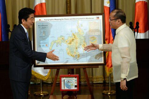 Japan's PM Shinzo Abe & Philippines' President Benigno Aquino