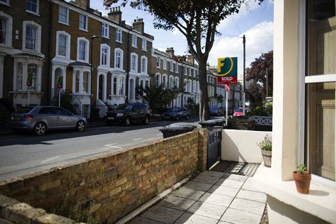 U.K. House Prices Rise to Record as Mortgage Market Loosens