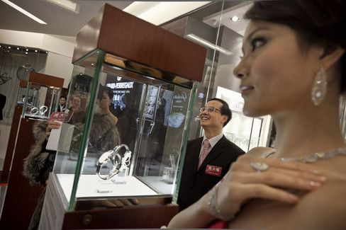 Chow Tai Fook Said to Hire Banks for $4 Billion H.K. IPO
