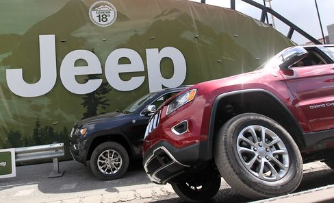 Chrysler Sales Streak Extends to 40 Months as Jeep SUV Readied
