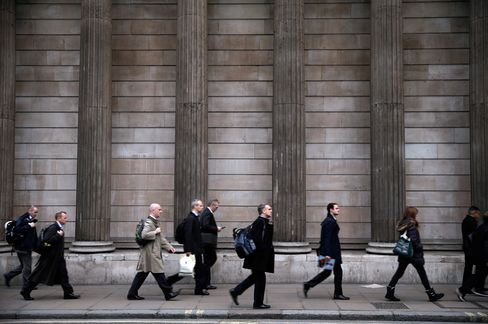 London Bankers Face Leaner Bonuses Than New York as Fees Fall
