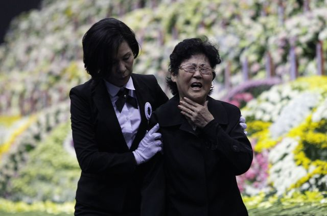 Even as they mourn,South Koreans demand accountability and actionfrom their government. Photographer: Chung Sung-Jun/Getty Images