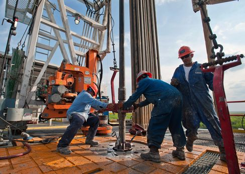 Shale Output Unchecked by Rig Cutback as Top Fields Become Focus