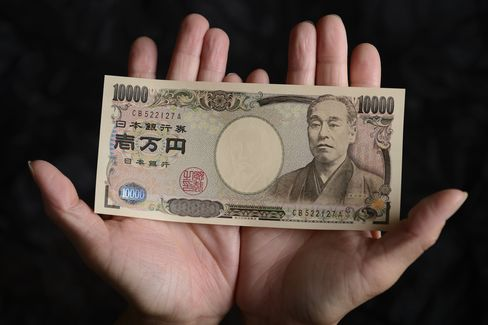 Yen Strengthens as Economic Recovery Signs Damp BOJ Easing Bets
