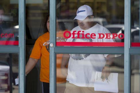 Office Depot, OfficeMax Said to Discuss Merger Under Pressure