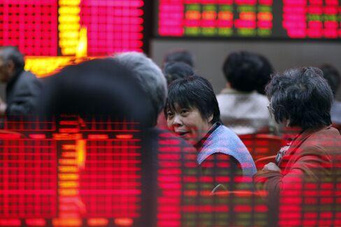 Shanghai's Stock Index Enters Bull Market on Economic Outlook