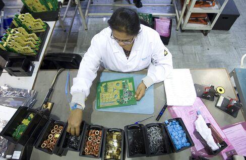 U.K. Manufacturing Slump Deepens as Export Orders Fall