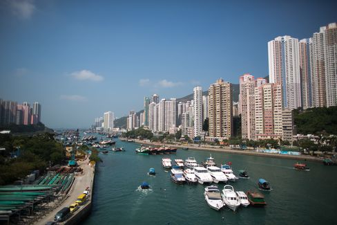 Hong Kong Home Prices Seen Plunging 20% on Rate Rise