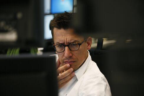 Europe Stocks Fall as S&P 500 Futures Pare Gain, Treasuries Rise