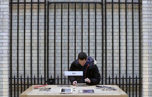 Apple Raises $17 Billion in Largest Corporate Bond Sale Ever