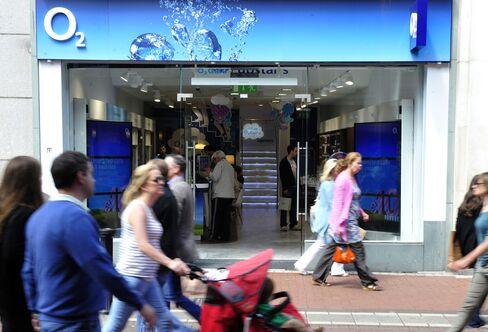 Telefonica Sells Irish Unit to Hutchison Whampoa to Reduce Debt