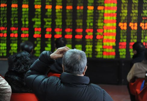 Chinese Stocks Fall After Holiday on Manufacturing, Profit Slump