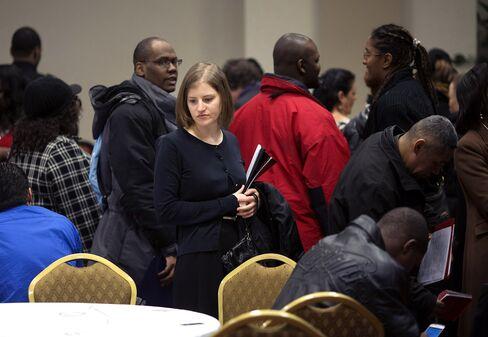Wage Gains Elusive Even as U.S. Job Market Rebounds