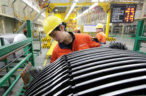 China Manufacturing Contracts at Faster Pace as Slowdown Deepens