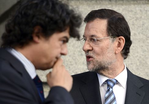Spain Cut Three Steps to Baa3 by Moody's on Debt Level