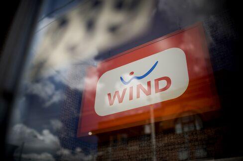 Telecoms Top Forecasts as Verizon Hurts Shares