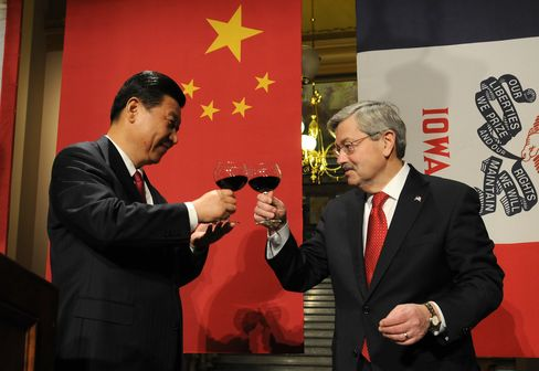 Chinese VP Xi Jinping and Iowa Gov. Terry Branstad
