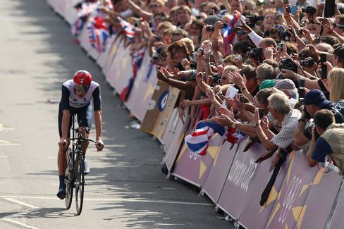 Wiggins Gets Soccer-Style Support on Way to Fourth Olympic Gold