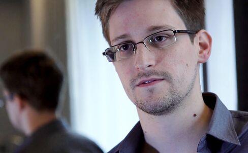 Snowden Retracts Russia Asylum Bid as Refuge Options Narrow