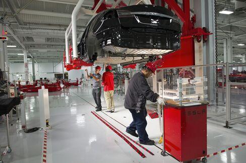 Tesla Jumps on Early Model S, Daimler Plans