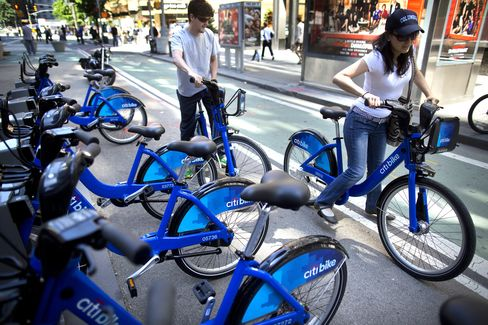 New York City Commuters Roll to Work as Public Bikeshare Begins