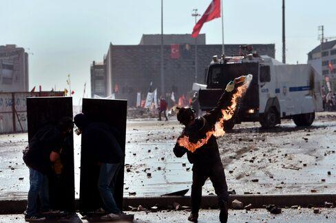 Turkish Police Block Off Taksim After Street Battles Overnight