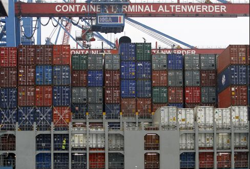 Euro-Area Exports Rose 2.4% in June, Led by Germany: Economy