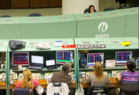 Turkish Bonds Slump While Lira Climbs as Central Bank Tightens