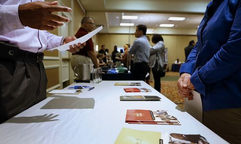 Jobless Claims in U.S. Unexpectedly Fall as Labor Market Mends