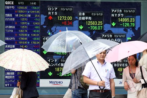 Asian Stocks Drop Led by Miners on Fed Stimulus, China Concerns