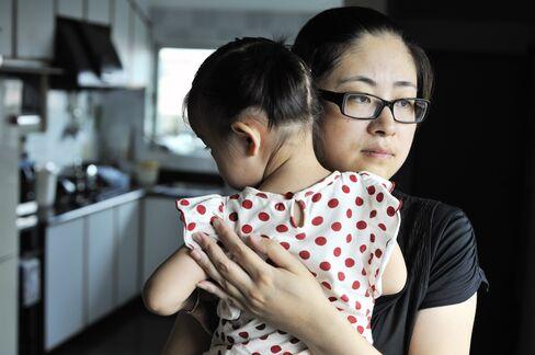 Wang Hui and her Daughter