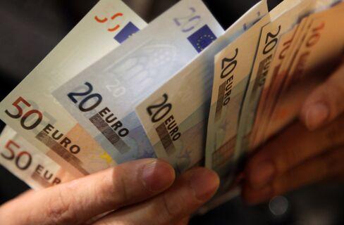 Euro Touches 10-Week High Versus Dollar