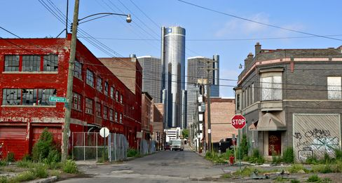 The headquarters building of General Motors Co. stands near shuttered buildings in Detroit, Michigan.  Photographer: Jeff Kowalsky/Bloomberg