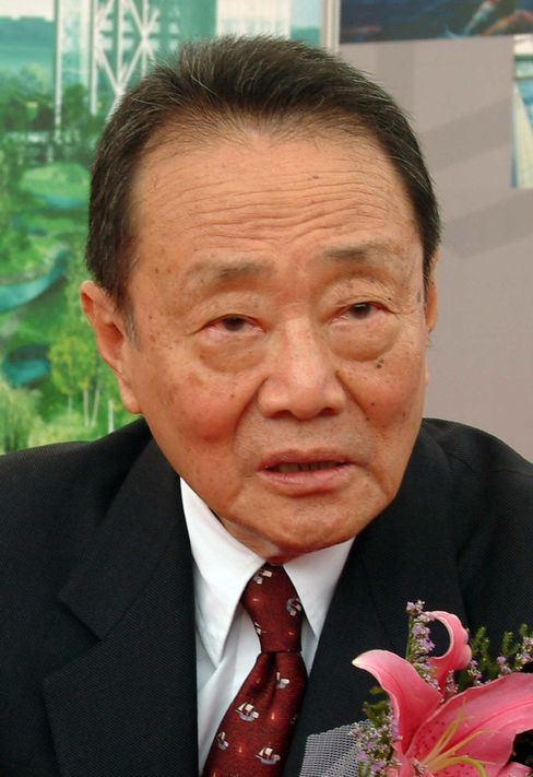 The world's 39th-richest person, who named his Shangri-La hotel chain after the fictional utopia in which inhabitants enjoy unheard-of longevity, is trim, dapper and straight backed at 89. The public and private companies his family controls include investments in Beijing's tallest building and cooking oil brands that have gained a 50 percent market share in China. Photographer: Grischa Rueschendorf/Bloomberg