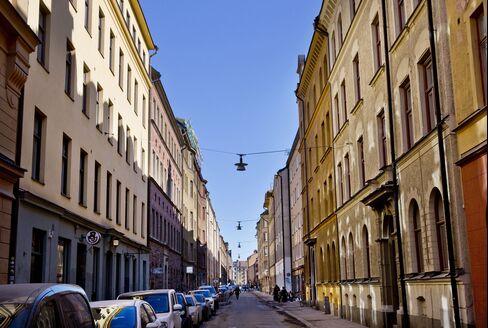 Residential apartments line a street in the Soedermalm neighborhood of Stockholm. Photographer: Casper Hedberg/Bloomberg