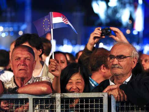 Croatia Joins EU With History Lesson, Call for Balkan-Wide Peace