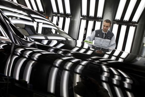Rolls-Royce Cars Pushes Expansion as Wealth Growth Flouts Crisis