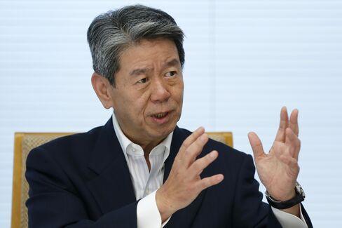 Toshiba President Hisao Tanaka