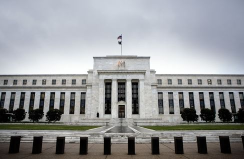Fed to Name Banks Borrowing From Discount Window During Cris