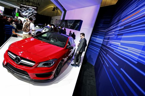 Mercedes Passes Audi in November as BMW Defends Luxury Lead