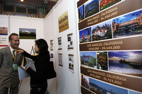 In the U.S., Chinese buyers have helped support home sales and prices in Silicon Valley and Hawaii, while they are an increasing presence in Las Vegas and New York, according to local brokers.  Photographer: Zhang Peng/ChinaFotoPress/Getty Images