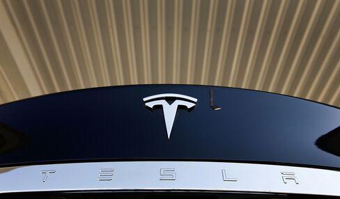 Tesla First Profit Tops Estimates on Rising Model S Sales