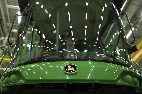 Deere Made-in-America Tractors Plow Brazil Soil as Farms Upgrade