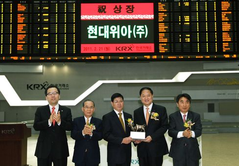 Hyundai Wia Shares Advance After Trading Debut in Seoul