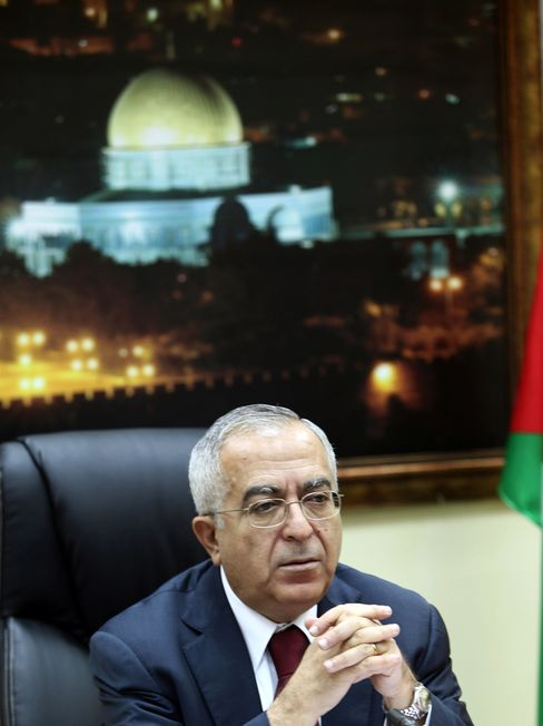 Palestinian Cabinet Resigns; Fayyad to Form Government