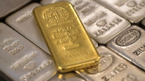 Gold Snaps Two-Day Gain as ETP Outflows Counter Physical Demand