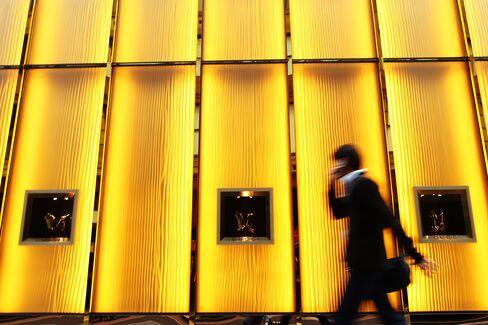 Higher Pay, More Cars, Bigger Homes as Australians Evade Crisis